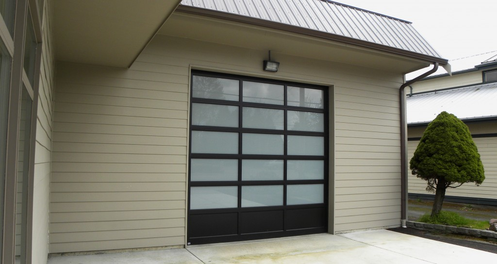 http://soundgaragedoor.com/wp-content/uploads/2017/03/800-Series-Dark-Bronze-Anodized-White-Lam-1024x544.jpg